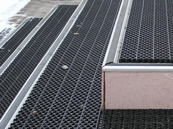 Где выгодно купить модульное грязезащитное покрытие?